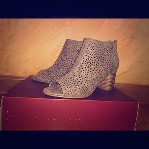 NEW beautiful detailed open toed booties
